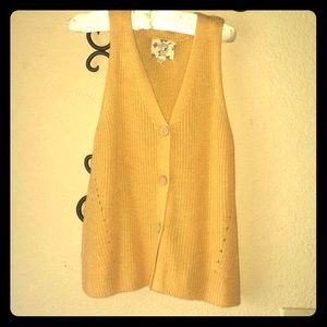 EC worn once! Cute crop style knit tank